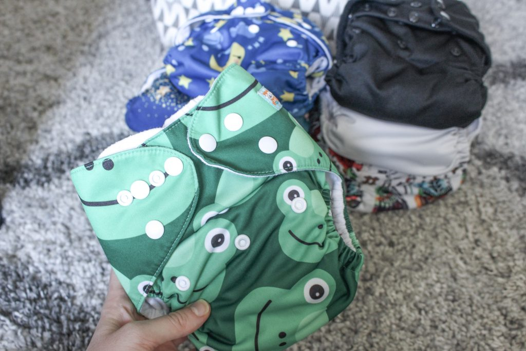 Cloth diapering is great for the envirionment & your budget. Continue reading for my cloth diapering journey and basic steps for starting! How to start cloth diapering. Cloth diapering for beginners.