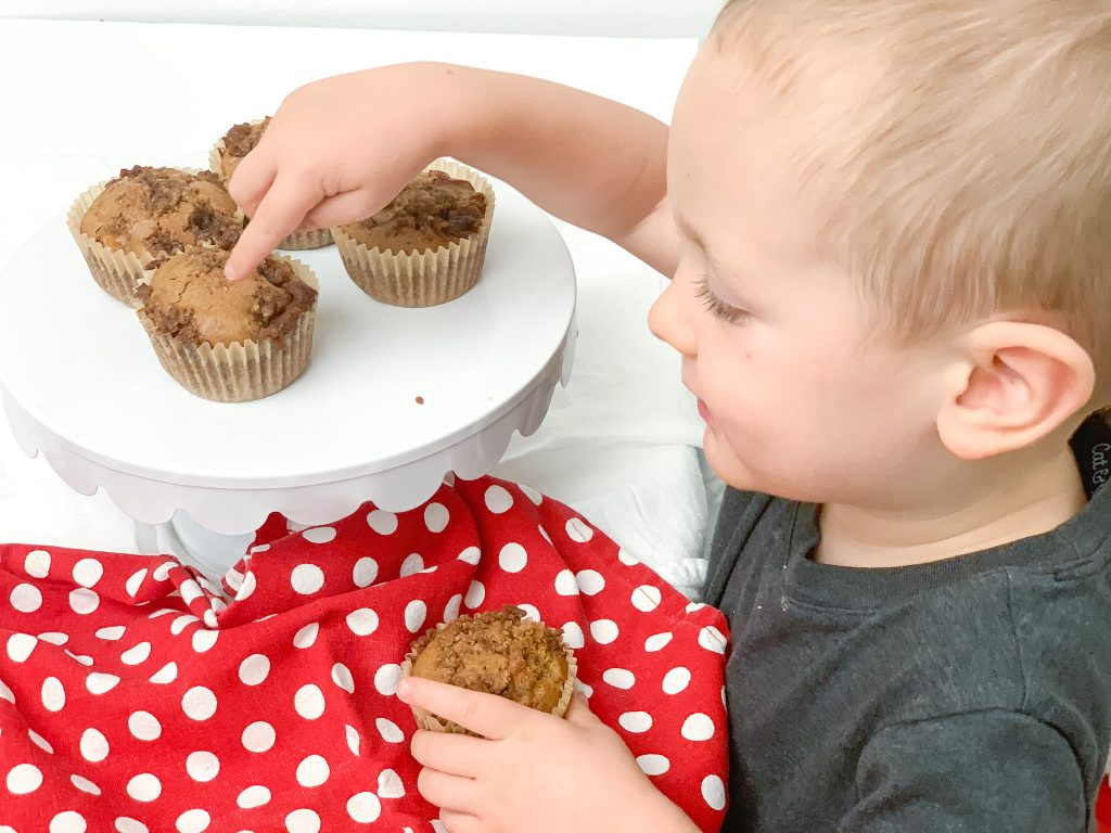 Gluten free apple cinnamon muffins are an easy apple recipe to try this year. These gluten free muffins are moist and full of fall flavors. Apple Cinnamon muffins make an easy, healthy snack for kids. Gluten and Dairy free apple recipes.