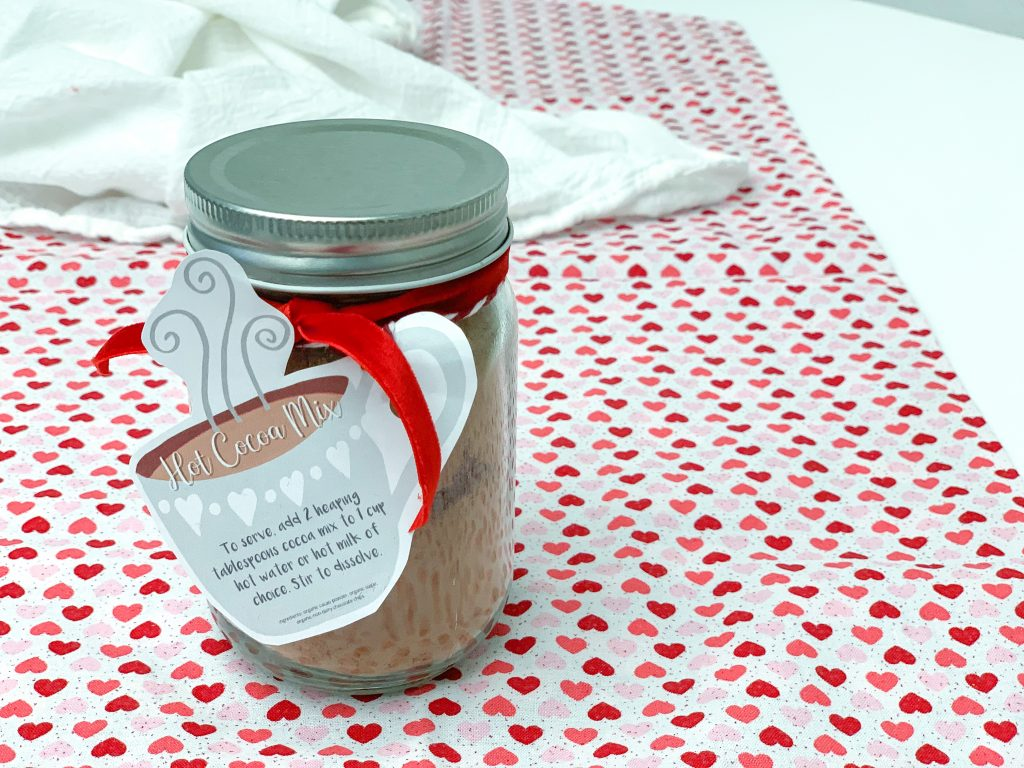 Homemade hot cocoa mix recipe with printable gift tag. Dairy Free and Vegan Hot chocolate mix recipe made with real ingredients. Simple gift ideas for Valentine's Day. DIY Gift ideas. Hot cocoa mix gift ideas. Gifts in a jar.