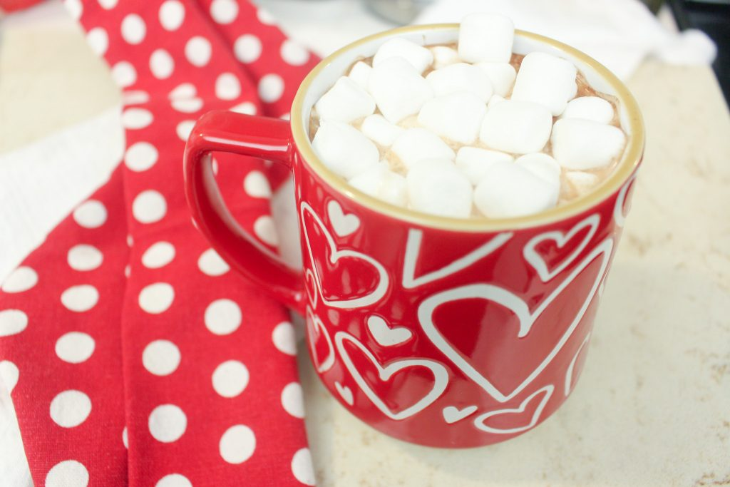 Homemade hot cocoa mix recipe with printable gift tag. Dairy Free and Vegan Hot chocolate mix recipe made with real ingredients. hot cocoa mix with vegan marshmallows