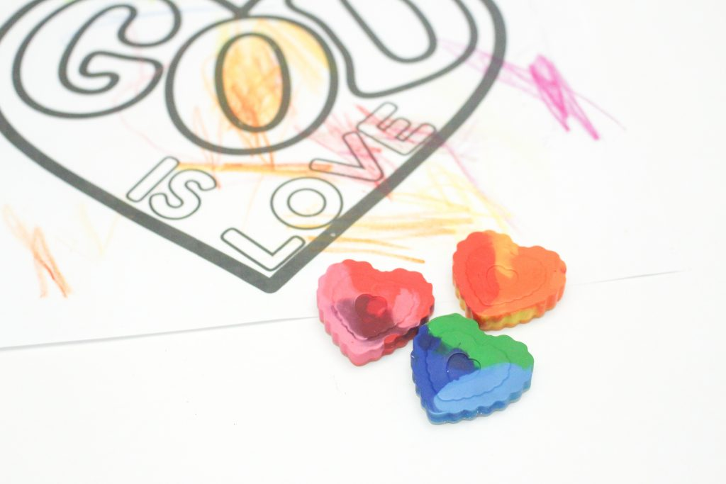 DIY Crayon hearts for Valentine's Day. Make your own rainbow crayons using recycled crayons. Free Valentine's Day card printable.