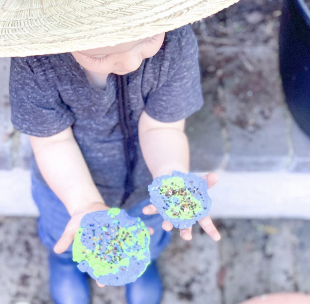 Spring activities for preschoolers! Find simple, easy spring activities to do with preschoolers and spring activities for kids! Earth Day seed paper. DIY Seed Paper